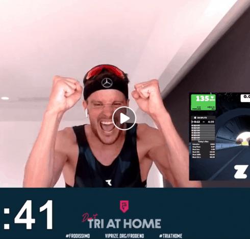 Jan Frodeno v momentě, kdy dokončil triatlon doma